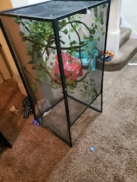 Chameleon Cage with lights vines and plants