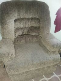 Large brown recliner Mechanicsville, 23111