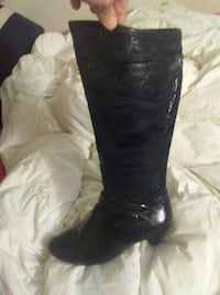 Womens size 39 boot..bought new worn once indoors.