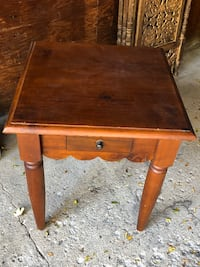 Cute end table. Solid. Lombard, 60148