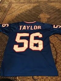 Lawerence Taylor size medium New York giants jersey  Burlington, L7M