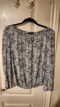 black and white scoop-neck long-sleeved shirt Vaughan