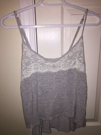 Tank top from hollister size small! Adjustable straps, serious buyers only please and pick up in Langley  Langley