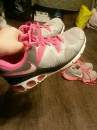 pair of white-and-pink Nike running shoes Manchester, 37355