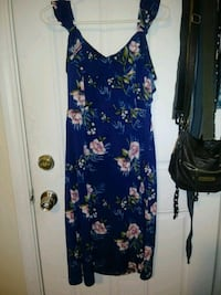 women's blue and white floral dress 550 mi