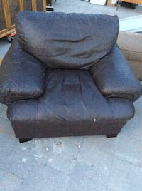 black leather recliner sofa chair Barrie, L4N 6Y8