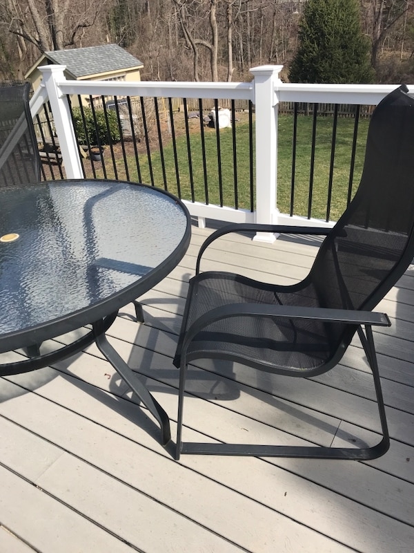 Patio table and 2 chairs f7f3bfdb-3315-45f1-b594-0be442d720cf
