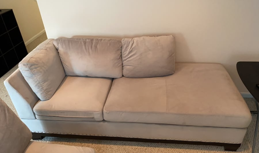 Couch 11cdc9f1-e25a-4631-908d-20d44b11cc6a