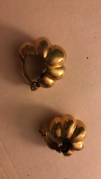 Gold tone clip on earrings in deco style New York, 10021
