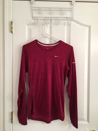 Maroon nike crew-neck long-sleeved shirt