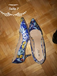 blue-and-white floral pointed-toe flats Laval, H7N 2C2