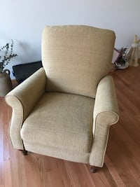 La-Z-Boy recliner chair ~ Almost new Malvern, 19355