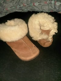 Toddler Authentic Uggs  Council Bluffs, 51501