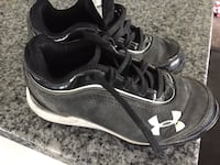 pair of black-and-white Under Armour high top sneakers Brant, N3T