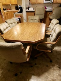 Kitchen table with 6 Chairs. 5ft x 3.5ft