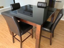 Dining set - Table with 4 chairs