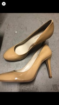 Nine West woman's size 7 1/2 beige heels  Mississauga, L4Y 2N5