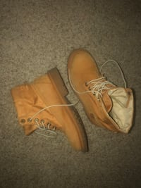 Pair of wheat nubuck timberland premium work boots size 6 men Canyon Country, 91387