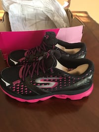black-and-pink Nike running shoes with box San Diego, 92114