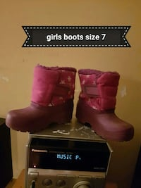 size 7 pair of toddler's pink snow boots