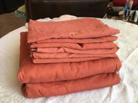 2 queen top sheets and 6 pillow cases. Great condition   Weatherford, 73096
