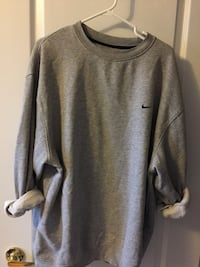 Oversized grey Nike sweater. Size: XL Vaughan, L4H 2X4