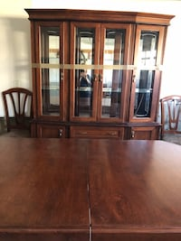 Dining table with 8 chairs and wall unit  Vaughan, L6A 4E4