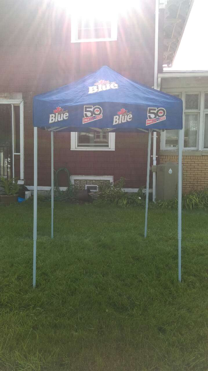 Buffalo Bills Labatt Pop Up Canopy Tent & Used Buffalo Bills Labatt Pop Up Canopy Tent for sale in Buffalo - letgo