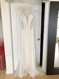 BRAND NEW Galina Signature Ivory Wedding Dress with Illusion Detail  Toronto, M4K 2P7