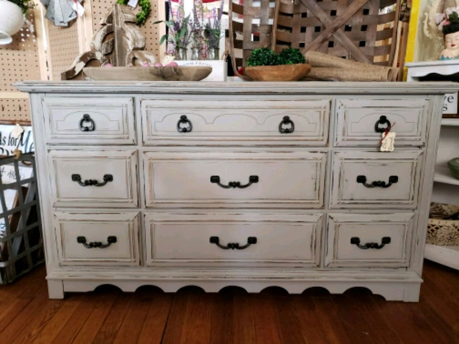 Delicieux Farmhouse Style Light Gray Distressed Dresser
