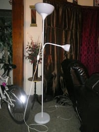 2 White lamps for sale Milwaukee