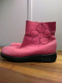 pink boot elepante size 2 Clyde, 28721