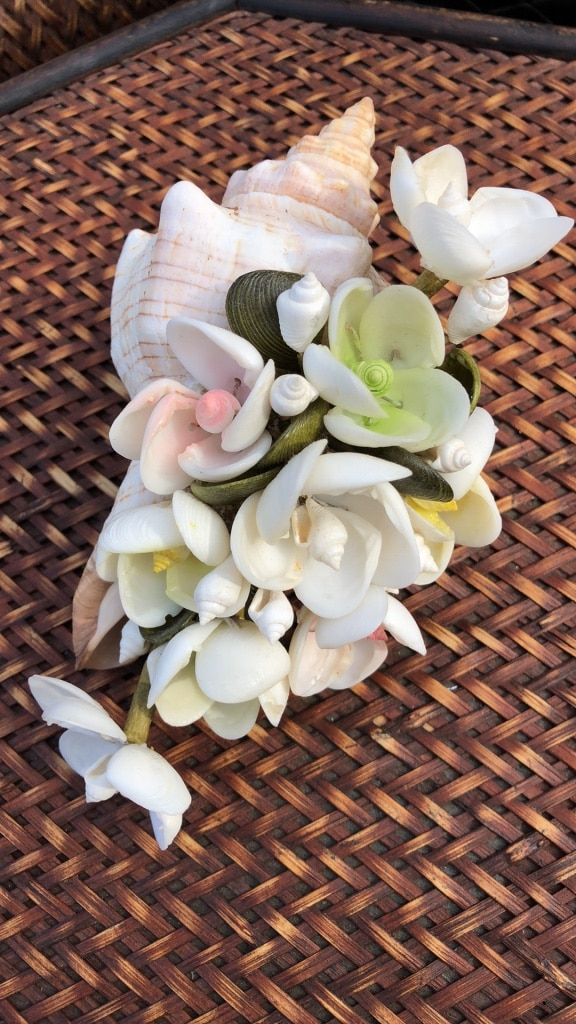 Photo Vintage sea shell flower arrangement hand made 3by7