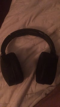 black and gray corded headphones West Covina, 91791