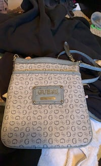 Guess side purse Mission, V4S 0A8