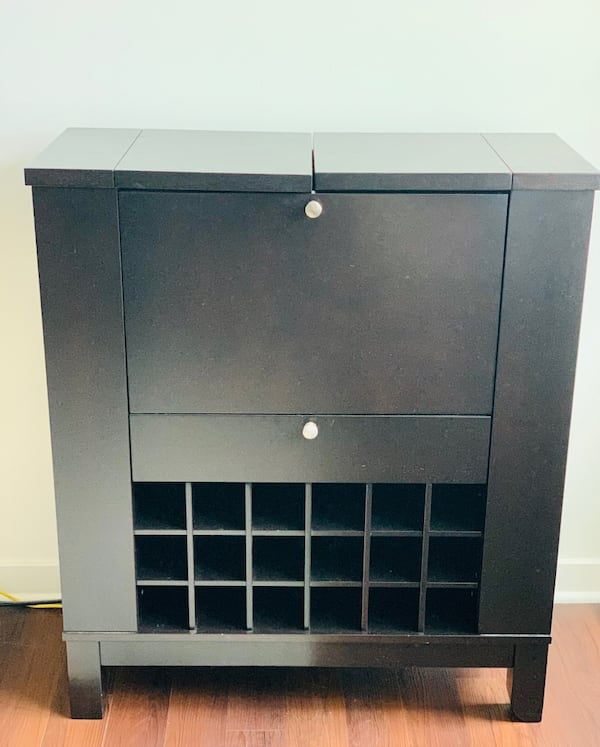 Bar and wine cabinet  22c4884b-84a2-4323-a560-655e3af7ae56