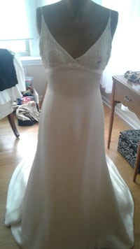 Gently used designer wedding gown Chicago, 60632