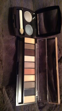 duo eyeshadow and multi-colored eyeshadow palettes Guelph, N1E 6W4