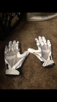 pair of white-and-gray Nike gloves Suitland, 20746