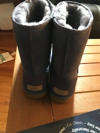 Purple Uggs size 8 never worn Albany, 12205