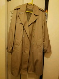 Tan button up trench  coat Gilbertsville, 19525