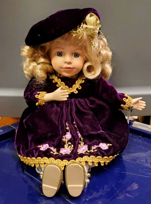Collectors Choice Animated Musical Porcelain Doll PRICE REDUCED! 36637154-236e-4b4c-b35b-7afa9bee0aff