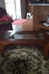 Solid wood coffee table with glass insert Lincoln, L0R 1B1