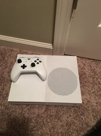 white Xbox One console with controller Georgetown, 40324