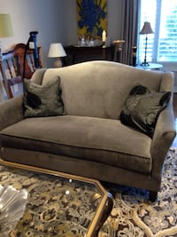 Grey chenille loveseat - includes 2 pillows Vaughan, L6A 4A7