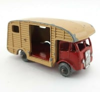Lesney Matchbox Marshall Horse Box MK7 No. 35 Missing Door/Ramp.   Considerable wear to paint on corners/edges and raised areas.