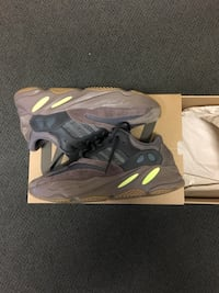 Adidas Yeezy 700 Mauve Size 9.5 VNDS (UNDER RETAIL) Mississauga, L5J 2Y4