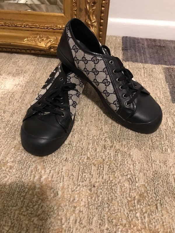 Authentic Prada shoes Good condition size 41 USA 9