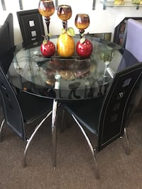 round glass top table with four chairs dining set Houston, 77074