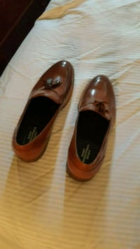 pair of brown leather loafers Montréal, H2S 2L2